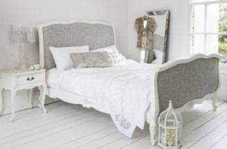 Cottage Chic Bedroom Bed