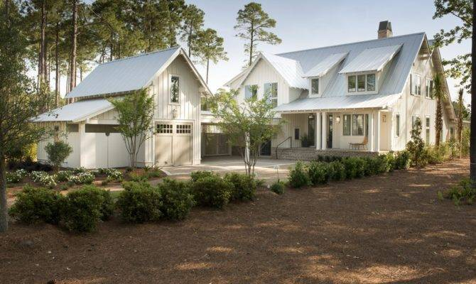 House Evoking Traditional Coastal Style Dream Home Decoration
