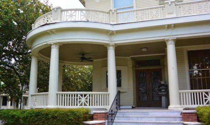 Houses Semi Cylindrical Foundations Wrap Around Porches