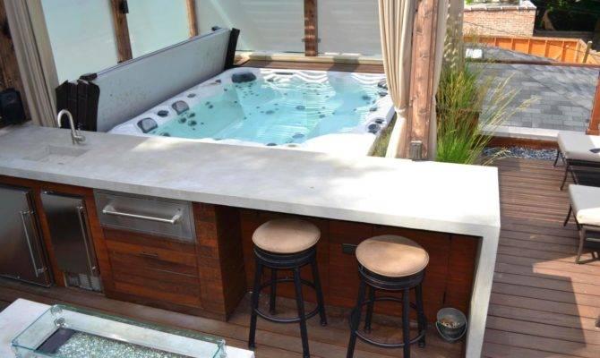 Relaxing Roof Deck Hot Tub Bar Bucktown Retreat
