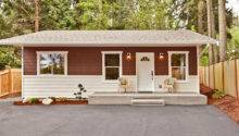 Spacious Front Yard Makes Home Ultimate Simple Living