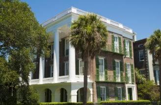Urban Southern Mansion Brick Large Columns Spanning