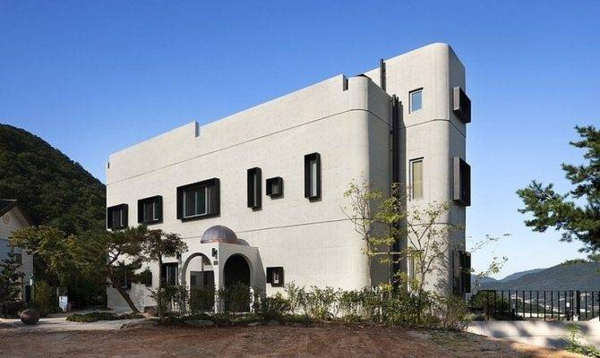 Art Deco Modern House Has Touches Styling