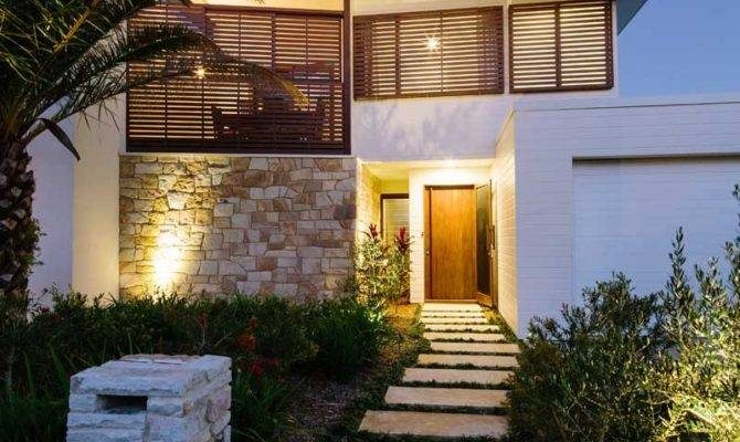 Australian Beachfront Home Encouraging Outdoor Living