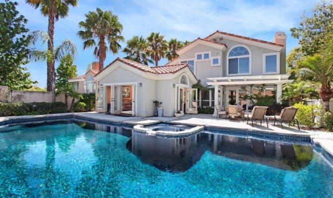 Beautiful House Villa Swimming Pool Lounge Chairs