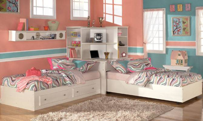 Bedroom Decorating Ideas Two Beds