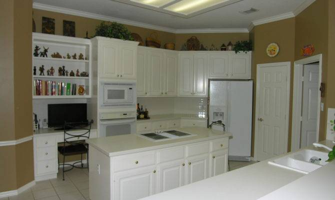Big Light Bright Island Kitchen Lots Counter Space