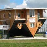 Bispingen Verr Cktes Haus Auf Dem Kopf Wikimedia Commons