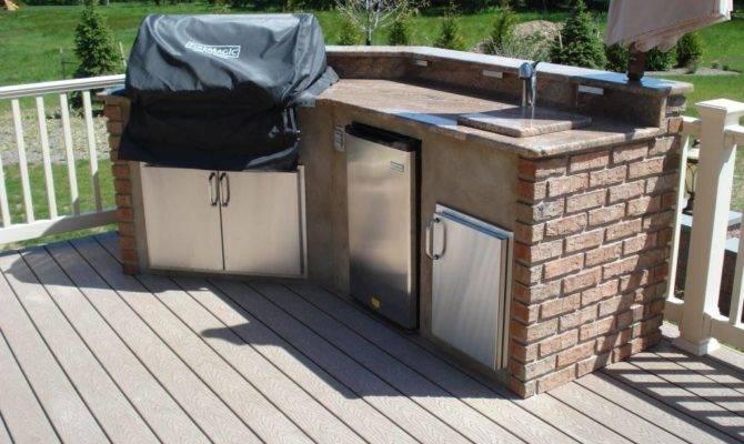 Choosing Between Outdoor Kitchen Deck Patio
