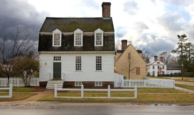 Colonial Williamsburg Opens Haunted Houses Guests