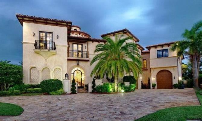 Contemporary Mediterranean Houses
