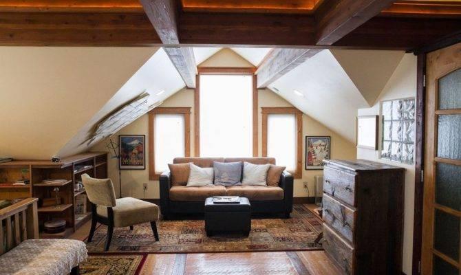 Cozy Coach House Loft Small Bliss