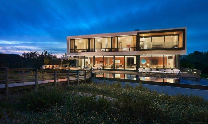 Creative Oceanfront Home Designed Accommodate Flood Plane