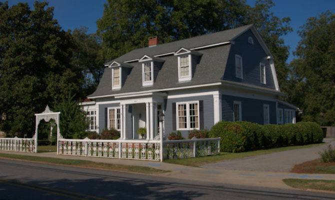 Dutch Colonial House Barnesville Vanishing North
