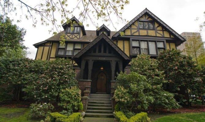 English Tudor Style House Ideas