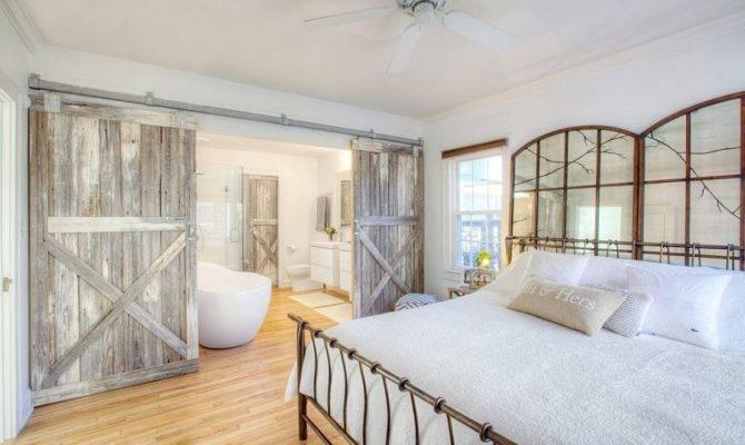 Farmhouse Style Bedroom Reclaimed Wood Barn Doors Decoist
