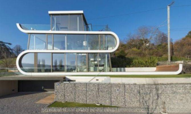 Futuristic Flexhouse Features External Blinds