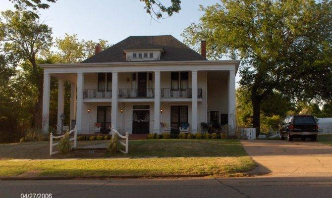 Guthrie Historical Southern Colonial Style House