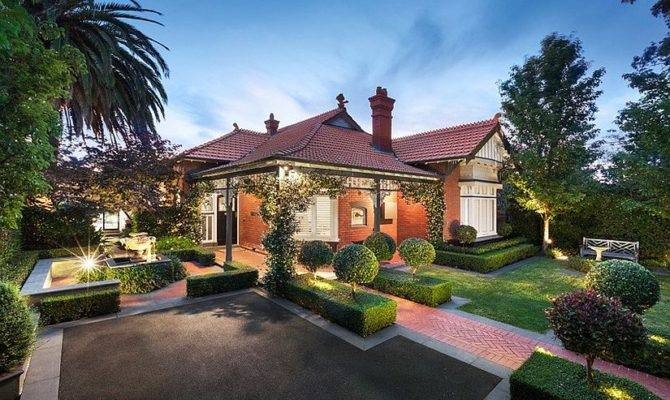 Heritage House Melbourne Charms Curvy