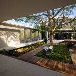 Interior Courtyard House Design Middle