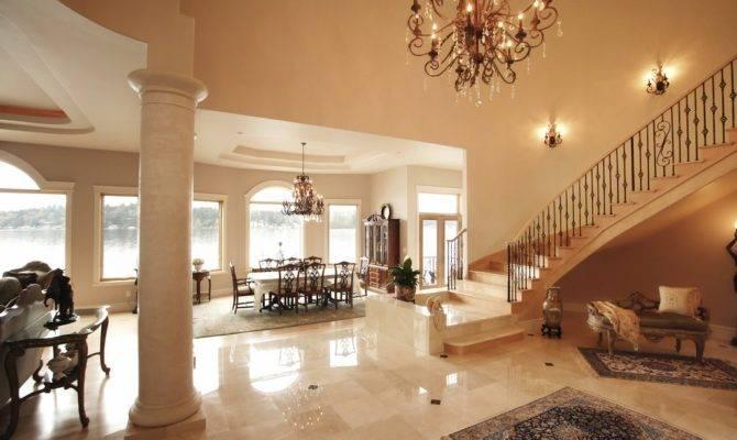 Interiores Con Grandes Escaleras Lujo