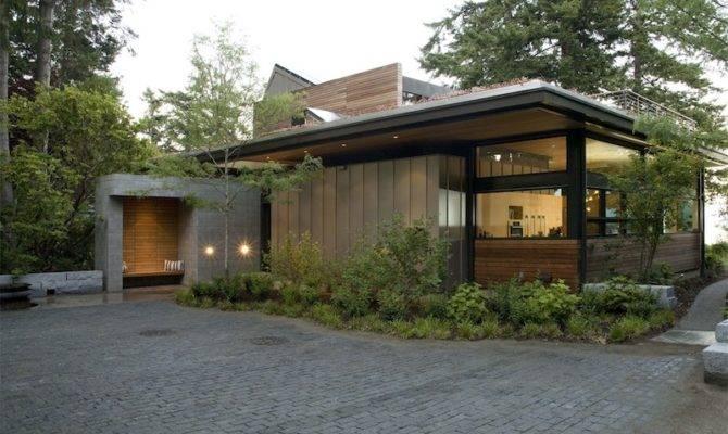 Jetson Green Ellis Residence Has Lush Roof