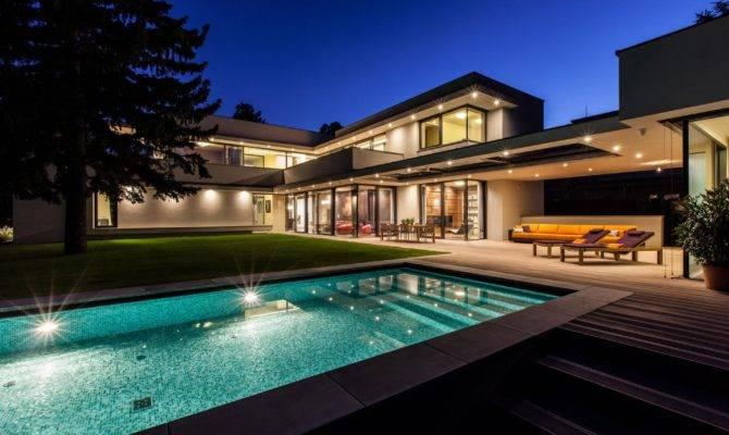 Mansions Modern Design House Plan