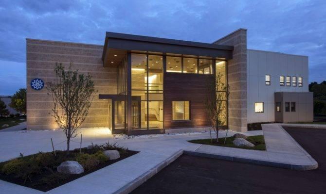 Modern Retail Building Design