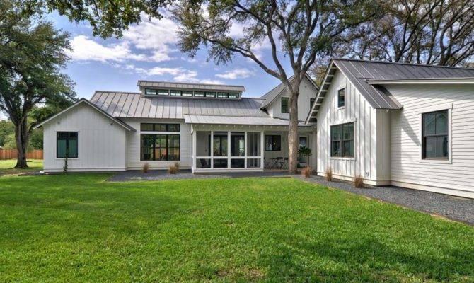Modernized Texas Farmhouse Filled Eye Catching Details