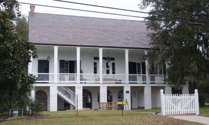 Moore House Raised Creole Cottage Overlooking