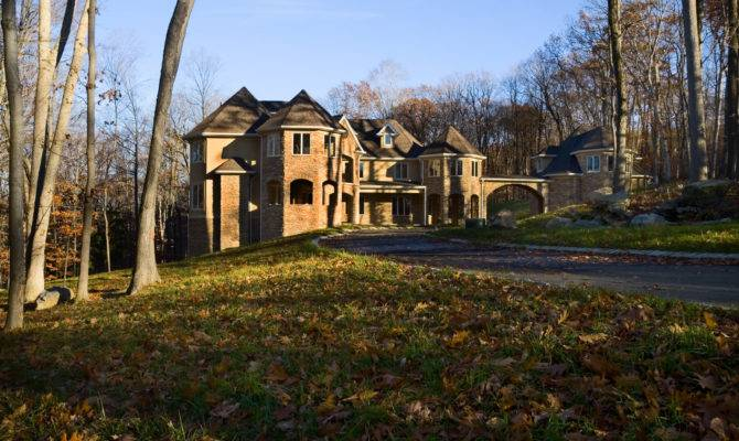 Prominent Custom Home Builder Taps Madison Hawk Auction