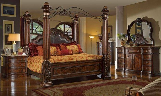 Remo Victorian Style Canopy Bed