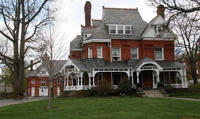 Rust Belt Mansions Age Opulence