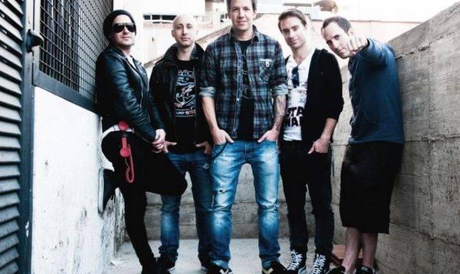 Simple Plan Kembali Dengan Single Saturday Celeb Bintang
