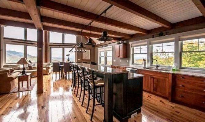 Smaller Post Beam Mountain Lodge Lives Large