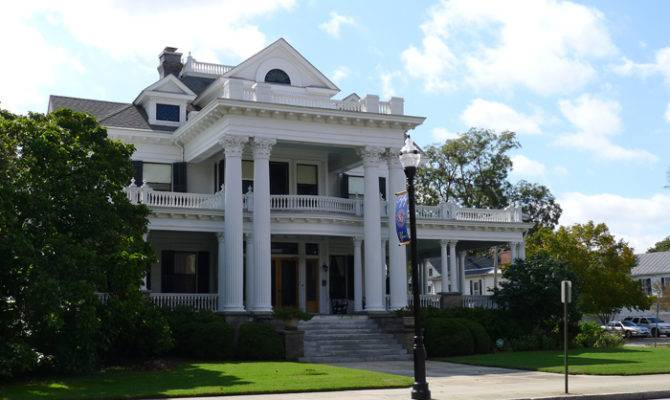 Southern Colonial Style Homes
