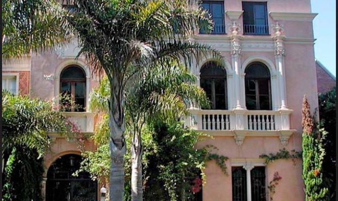 Spanish Eclectic Revival Homes Look Like They Belong