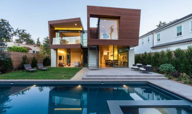 Split House California Offers Sustainable Summer
