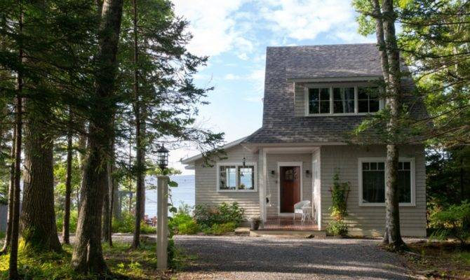 Spruce Point Boothbay Harbor Maine Cottage