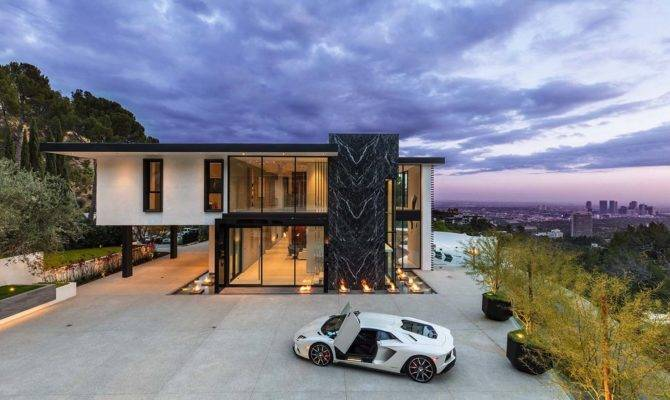 Sumptuous Luxury Modern Home Views Over Skyline