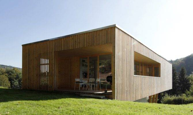 Suspended Air Amazing Wooden House Has Modern Style