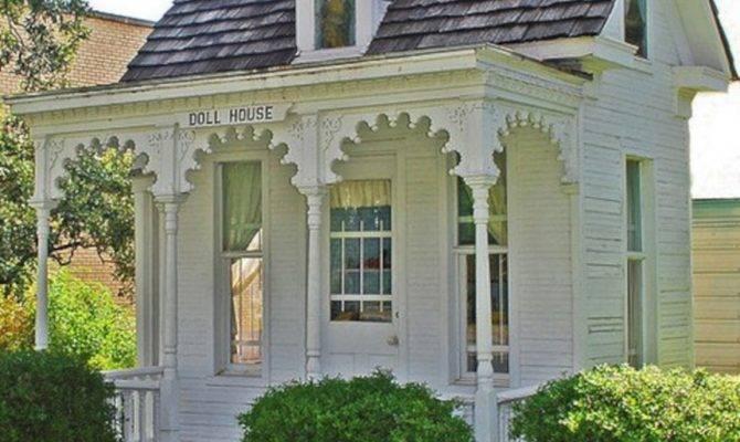 Tiny Victorian House Decoredo