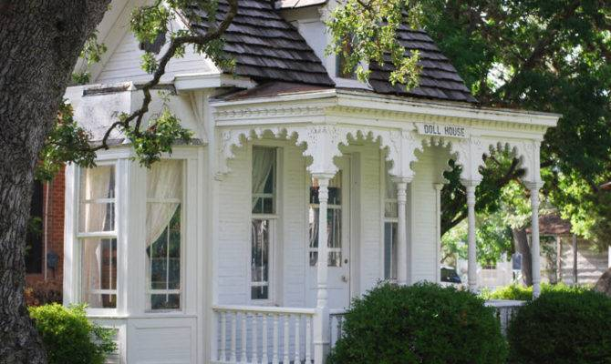 Victorian House Winterv Cottage Play Garden Shed