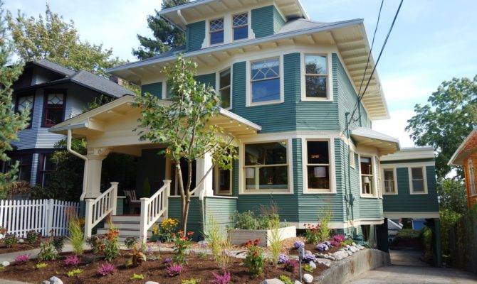 Vintage American Foursquare Craftsman Home Seattle