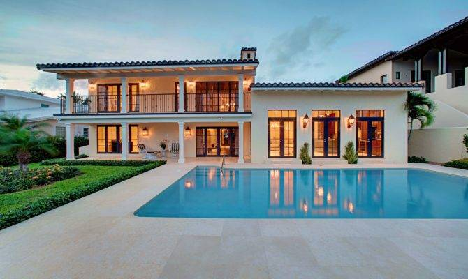 Vintage Style Mansion House Design Square Pool