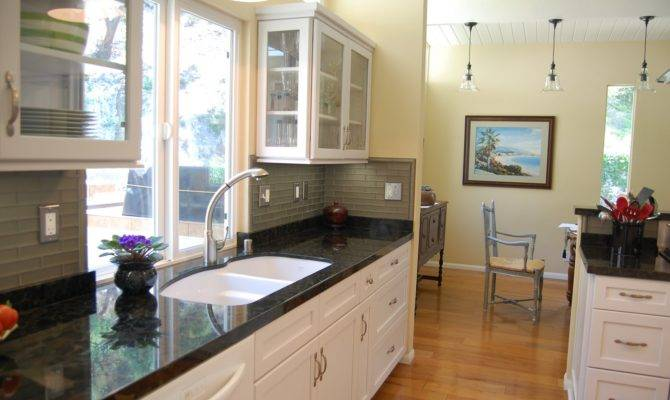 Windows Into Kitchen Allows Light Flood